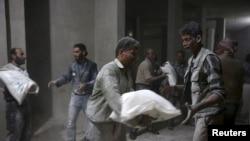 Suriyada humanitar yardım paylanır
