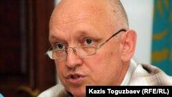Leader of the opposition unregistered party Alga, Vladimir Kozlov, at the June 29 press conference.
