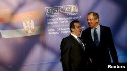 Ministri i Punëve të Jashtme të Serbisë Ivica Daçiq dhe ai i Rusisë, Sergei Lavrov, foto nga arkivi