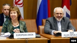 EU foreign policy chief Catherine Ashton (left) and Iranian Foreign Minister Javad Mohammad Zarif meet in Vienna on February 18.