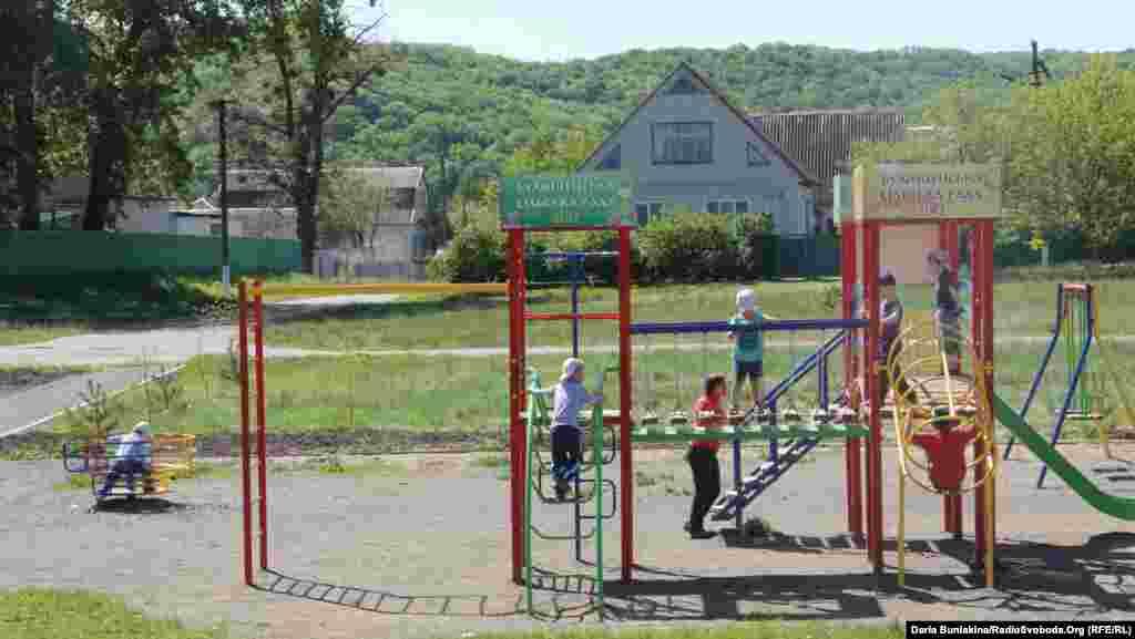 Дитячий майданчик у центрі села