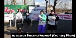 Пострадавшие от наводнения требуют выплаты компенсаций, Тулун (Татьяна Кизина в центре фото)