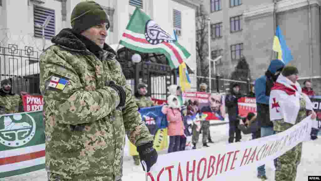 Учасники акції розпочали і завершили свій мітинг гімном України та Ічкерії