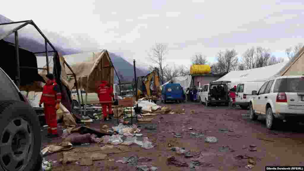 Iza izbjeglica i migranata u kampu 'Vučjak' ostali su prazni šatori