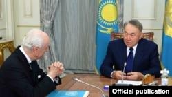 Қазақстан президенті Нұрсұлтан Назарбаевтың БҰҰ-ның Сирия мәселесі бойынша арнайы өкілі Стаффан де Мистурамен кездесуі. Астана, 23 қаңтар 2017 жыл.