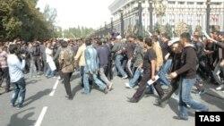 Чоршанба куни Бишкекдаги намойишдан кейин мухолифат етакчилари ҳибсга олинди.