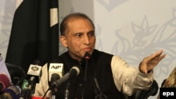 Pakistan Foreign Secretary Aizaz Chaudhry met with his Indian counterpart in New Delhi on April 26. (file photo)