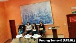 """Promocijom """"Kvir priča"""" u biblioteci Radosav Ljumović u Podgorici otvorena je Nedjelja ponosa pred povorku 17. decembra"""