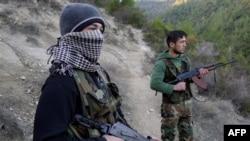 Сириски дисиденти сега војуваат против армијата.