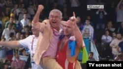 Узбекистанец Артур Таймазов (на фото с Салимом Абдувалиевым) выиграл золотую медаль Олимпиады-2012 и стал трехкратным олимпийским чемпионом.