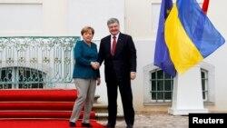 Анґела Меркель і Петро Порошенко планують зустрітися в Берліні 10 квітня