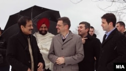 Индискиот бизнисмен Субрата Рој во посета на Македонија на средба со министерот за финансии Зоран Ставрески, 23 јануари 2013.