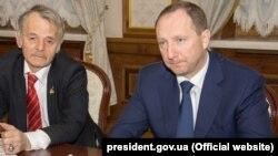 Мустафа Джемилев и Игорь Райнин на встрече, 22 ноября 2017 года