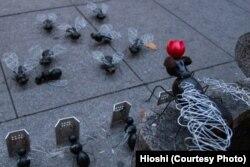 """Хиоши, """"Мухи играют в людей"""""""
