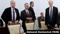 Америкалық конгрессмендер Санкт-Петербург мэрі Георгий Полтавченкомен кездесуде. Санкт-Петербург, 2 шілде 2018 жыл.