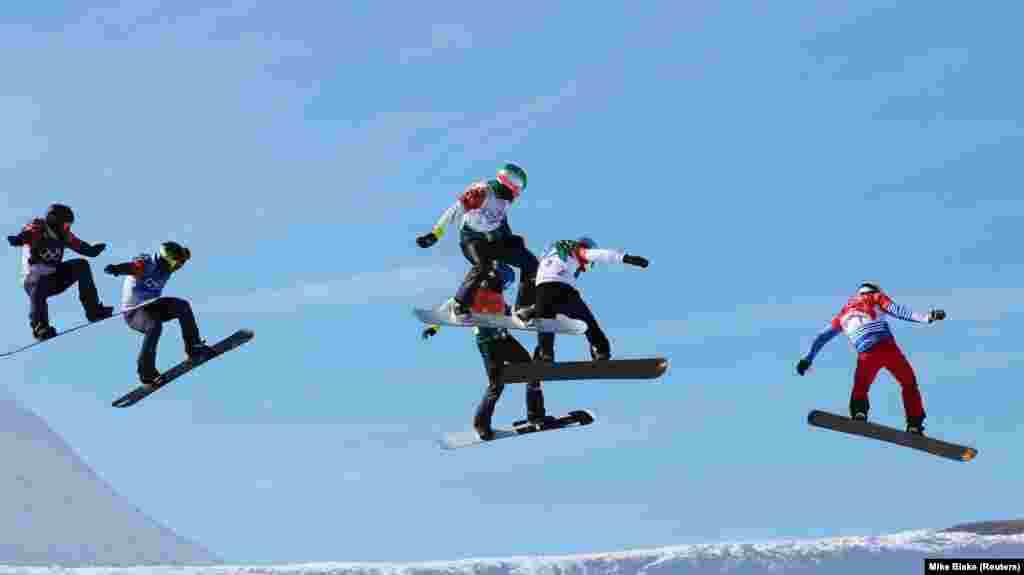 Сноубординг: П'єр Вольтер із Франції, Джеррид Гаґ із Австралії, Реґіно Хернандез з Іспанії, Нік Баумгартнер зі США, Мік Дірдорф зі США та Алекс Паллін із Австралії змагаються у чоловічому фіналі зі сноубордингу.П'єр Вольтер виборов золоту медаль,Джеррид Гаґ– срібну,Реґіно Гернандез– бронзову