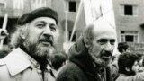 منصور فرهنگ (چپ) در اواخر دهه ۵۰ شمسی