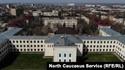 Здание правительства и парламента Карачаево-Черкесии