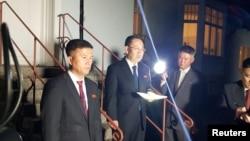 Представитель Северной Кореи на переговорах, посол по особым поручениям МИД КНДР Ким Мён Гиль (в центре). Стокгольм, 5 октября 2019 г.