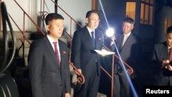 Представитель Северной Кореи на переговорах, посол по особым поручениям МИД КНДР Ким Мён Гиль (в центре). Стокгольм, 5 октября 2019 года.