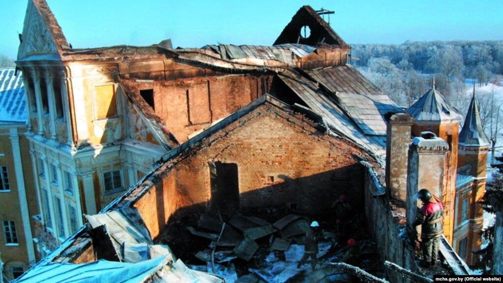 После пожара в Несвижском замке 24 декабря 2002 года