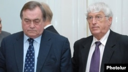 Armenia -- John Prescott (L) and Georges Colombier of the Council of Europe Parliamentary Assembly visit Yerevan, 16Jun2009.