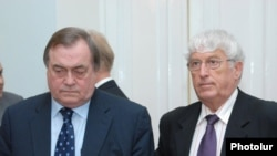 Armenia -- John Prescott (L) and Georges Colombier of the Council of Europe Parliamentary Assembly visit Yerevan, 16Jun2009