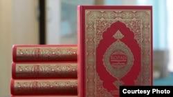Книги Корана на русском языке, подаренные тем, кто впервые держит Оразу. Фото с сайта meshit.kz.