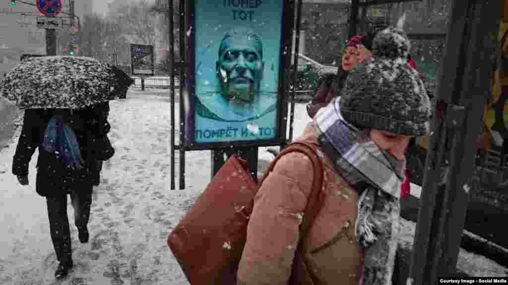 Плакат («Сталін і Путін») у столиці Росії до річниці смерті Йосипа Сталіна. На плакаті напис: «Помер той, помре і цей». 5 березня 2016 року. Більше про це ТУТ