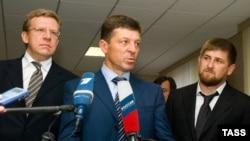 Премьер Чечни Рамзан Кадыров (справа) вполне освоился в компании первых лиц государства