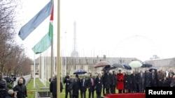 Палестинското знаме за првпат е подигнато над седиштето на УНЕСКО во Париз.
