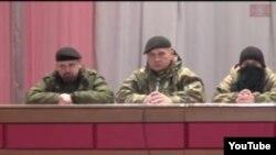 """Украинаның шығысындағы сепаратистер """"халық сотының"""" Youtube желісіне жарияланған видеосынан алынған скришот."""