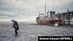 به گفته کارشناسان، خشکی دریاچه ارومیه زندگی میلیونها تن را در معرض خطر قرار داده است.
