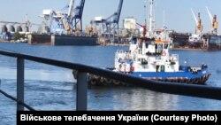 Кораблі військово-морських сил України під час спецоперації для облаштування військово-морської бази в азовському морі, вересень 2018 року