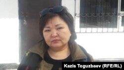 Адвокат Жанара Балгабаева возле тюрьмы, в которой отбывает тюремный срок Искандер Еримбетов. Поселок Заречный Алматинской области, 18 марта 2019 года.