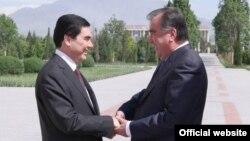 Türkmenistanyň we Täjigistanyň prezidentleri G.Berdimuhamedow (ç) we Emomali Rahmon (s), Duşenbe, 5-nji maý, 2014.