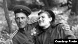 """""""Это мои родители в конце войны. 3-й Украинский фронт, Австрия. С уважением, Юрий Тагиров (1945 г.р.)"""""""
