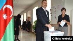 Azerbaijan -- President Ilham Aliyev votes at number 6 election precinct of capital Baku, 15Oct2008