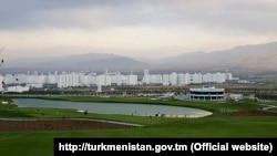 The new golf course in Ashgabat was built on a former residential site on which dozens of dwellings were bulldozed.
