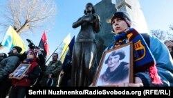 Пам'ятник Олені Телізі, Київ, 25 лютого 2017 року