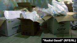 Купленные на деньги Ширин Назирмадовой защитные средства для медиков Фархорской больницы.