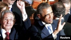 Raul Castro və Barack Obama 7-ci Amerika sammitində.