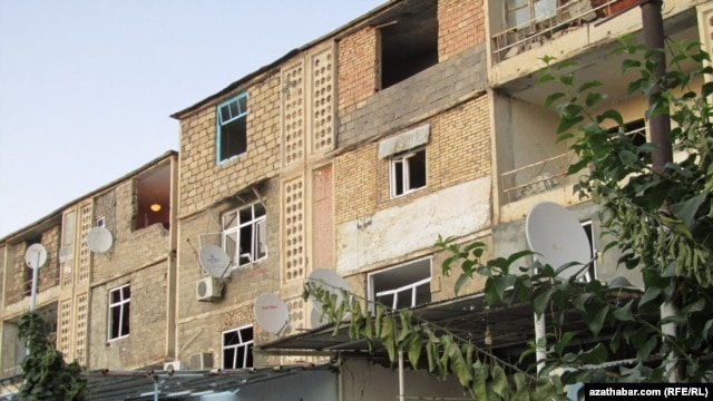 A residential building in Abadan, Turkmenistan. A 26-year-old mother has recently faced government pressure after talking to Radio Azatlyk about her poorly-built government housing.