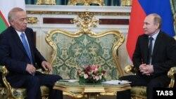 Ресей президенті Владимир Путин Өзбекстан президенті Ислам Каримовпен кездесуінде. Мәскеу, 26 сәуір 2016 жыл.