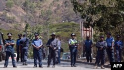 پلیس پاپوآ گینه نو در جریان اعتراضات شهروندان آن کشور در مورد برنامه اسکان پناهجویان استرالیایی