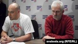 Валянцін Стэфановіч і Алесь Бяляцкі на прэсавай канфэрэнцыі 20 сьнежня 2010