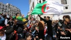 Ալժիր - Բողոքի ցույց Աբդելքադեր Բենսալահին նախագահի ժամանակավոր պաշտոնակատար նշանակելու՝ խորհրդարանի որոշման դեմ, Ալժիր, 9-ը ապրիլի, 2019թ․