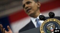 آقای اوباما گفت که از حاميان کميسيونهای نظامی بوده و در سال ۲۰۰۶ به آن رأی موافق داده است