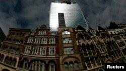 Turnul Walkie Talkie tower din centrul Londrei.