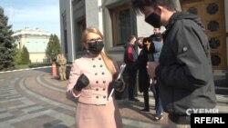 Юлія Тимошенко, до якої журналісти підійшли після засідання у Верховній Раді, говорити про «Буревісник» відмовилась